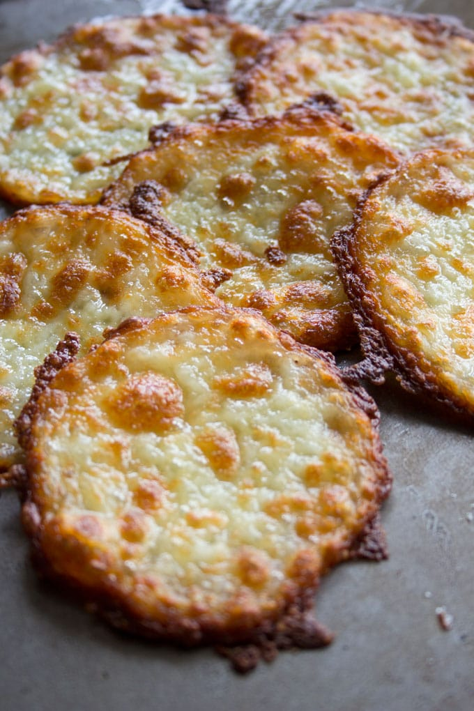 This is pizza without the drawbacks: Instead of dough, these crustless low carb pizza bites have a base entirely made out of mozzarella. All the taste, none of the carbs.