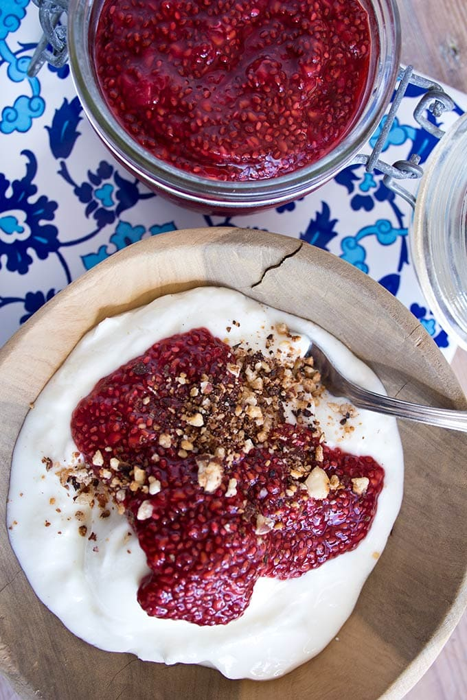 So quick to make, packed with flavour and sugar free: Raw Raspberry Vanilla Chia Jam will be your new healthy food obsession.