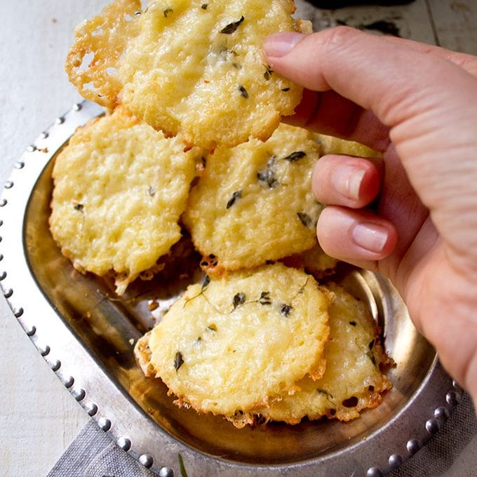 Cheese Thyme Crackers (gluten free / low carb)
