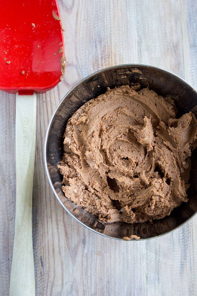 peanut nutella frosting in a bowl