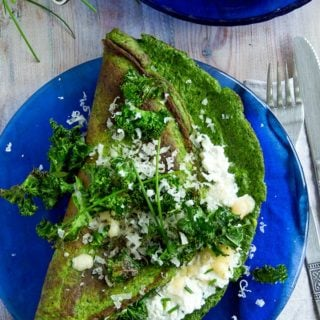Green goodness alert! This green omelette is packed with spinach and kale and has a creamy ricotta cheese filling.