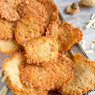 You only need 2 ingredients for these easy low carb chips! Crispy, cheesy and moreish, this flavoursome LCHF snack is ready in minutes.