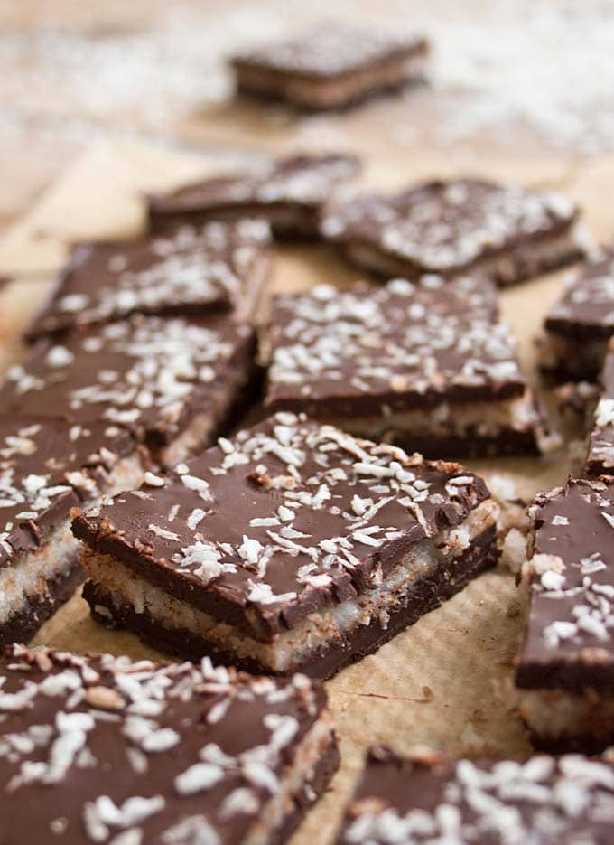 Dark chocolate with a soft and creamy coconut filling: You only need 5 ingredients for this sugar free, low carb Bounty Bar Chocolate Bark.