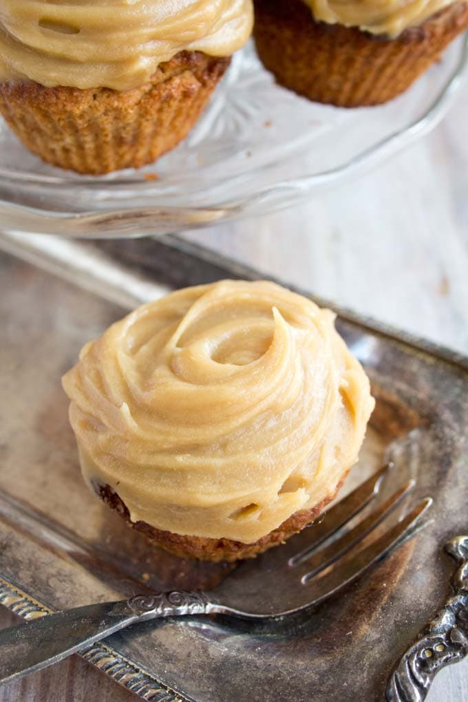 Low carb gingerbread cupcakes with a sugar-free salted caramel frosting - a finger-licking-good treat for everyone following a sugar free, gluten free and low carb diet and suitable for diabetics.