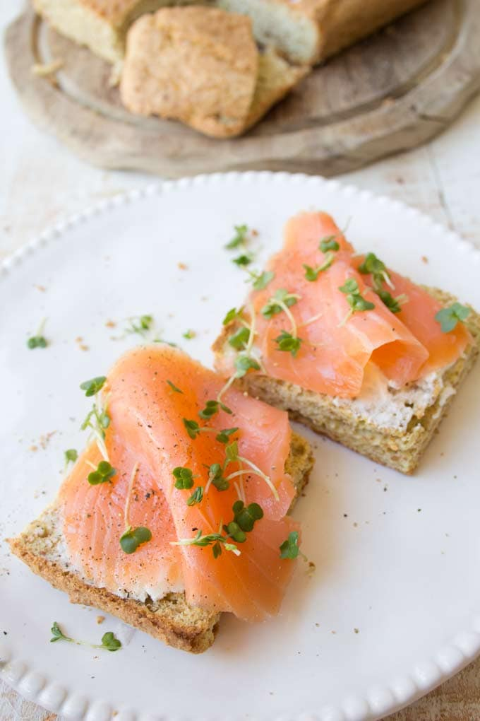 2 slices of flaxseed bread with smoked salmon and cream cheese