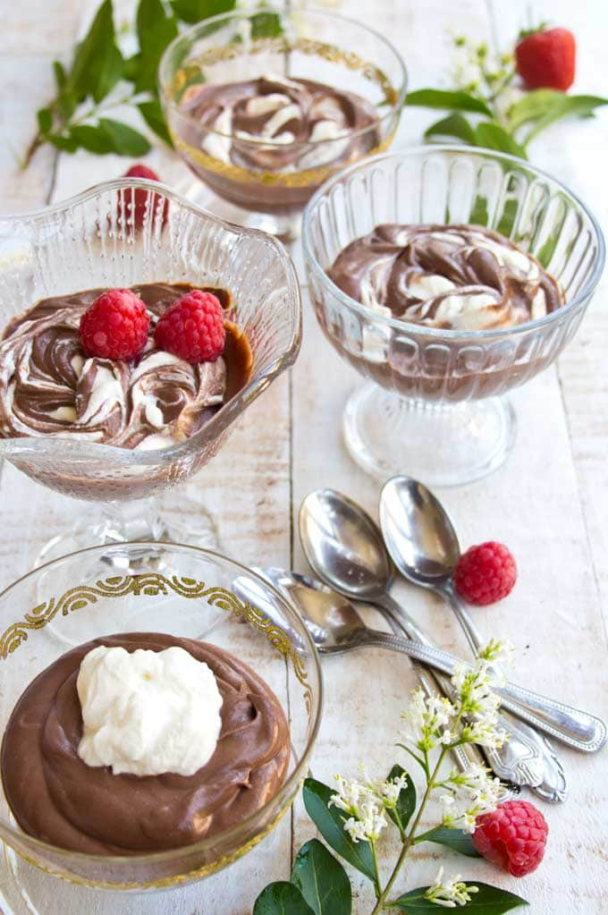 4 bowls of mascarpone mousse and spoons with berries