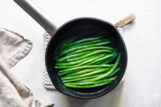 green beans in a saucepan