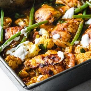 a chicken curry traybake with green beans