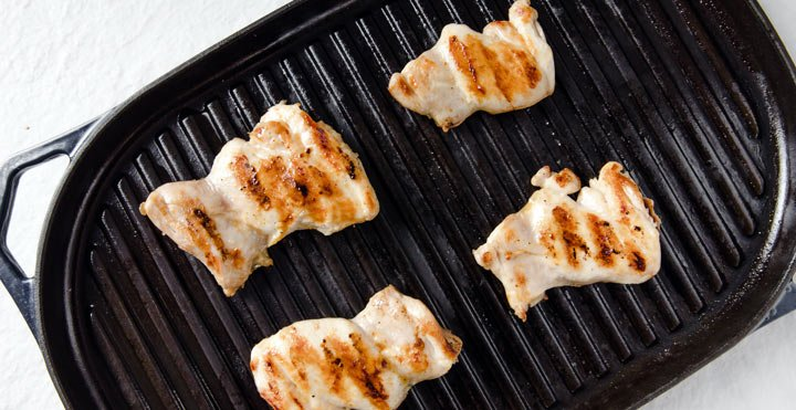 grilling chicken in a griddle pan