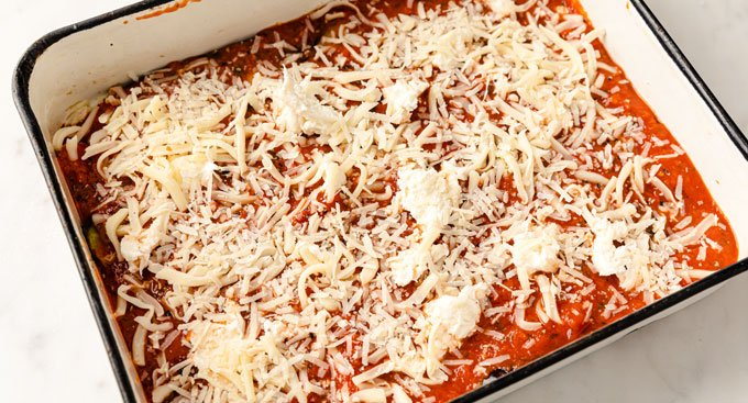 layer of grated cheese on tomato sauce