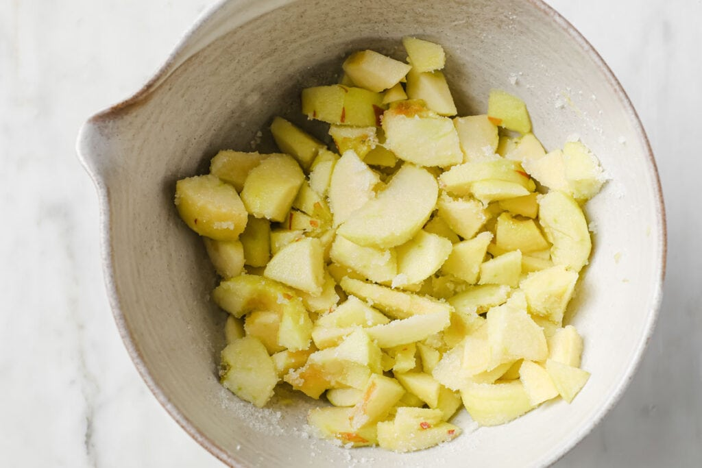 apple slices macerating in sweetener
